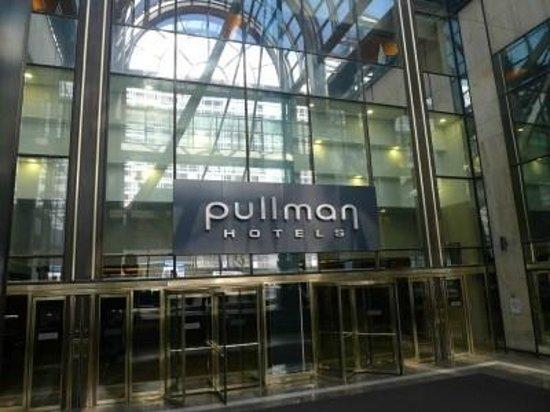 Pullman Paris Montparnasse: entrance