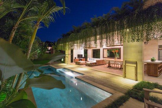 Pantai Indah Villas Bali: Pool with Living / Dinning area