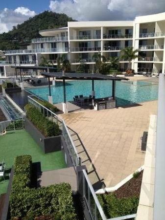 Vue Luxury Apartments Trinity Beach: View of the pool from Apartment Balcony