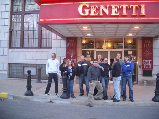 Genetti Hotel & Suites: Out Front