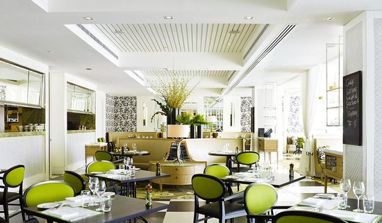 210 Restaurant & Cocktail Bar