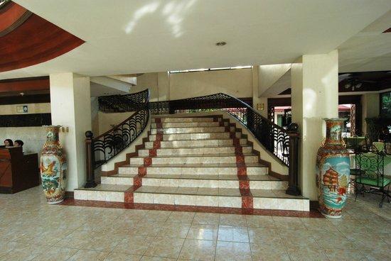 New Pongos Hotel: stairways