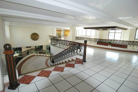 New Pongos Hotel: lobby