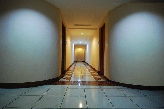New Pongos Hotel: hallway