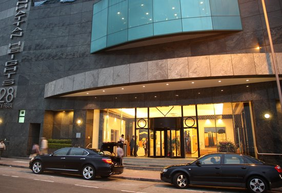 Manhattan Heights Serviced Apartments : Building entrance