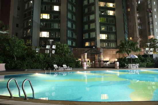 Manhattan Heights Serviced Apartments : 25m swimming pool