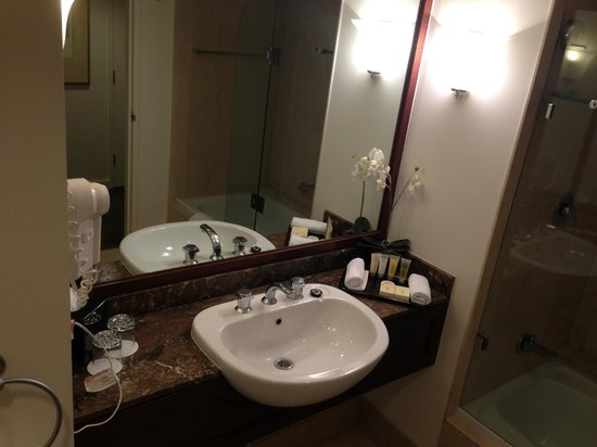 Stamford Plaza Sydney Airport: Bathroom