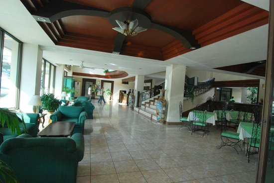 New Pongos Hotel: ground floor lobby