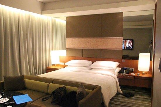 Hansar Bangkok Hotel: Studio Suite bed