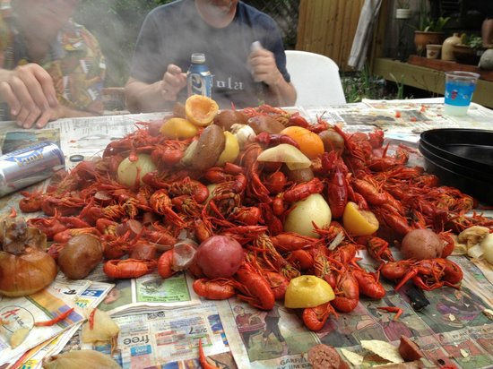 House of the Rising Sun Bed and Breakfast: We were very lucky to get to go to a Crawfish Boil!