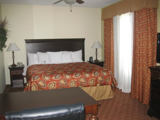 Homewood Suites by Hilton McAllen: Bed