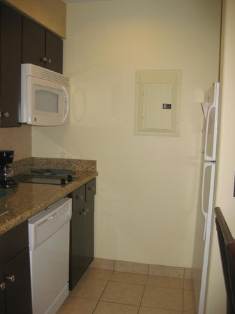Homewood Suites by Hilton McAllen: kitchen