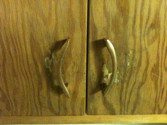 Island View Motel : The kitchen cupboard doors.