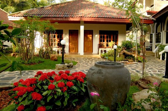 Tropica Resort and Restaurant: Tropica bungallow and garden