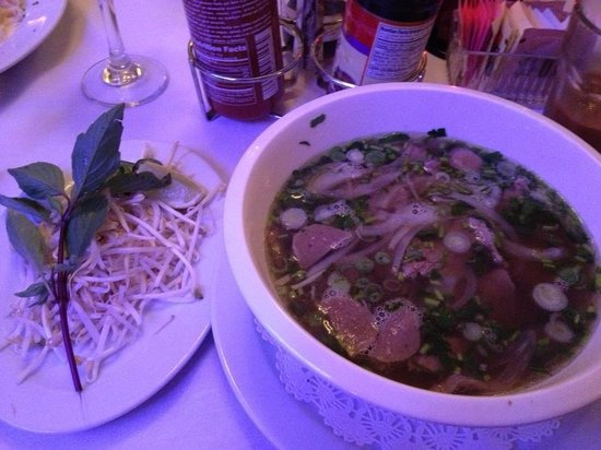 Saigon Paris Bistro: Beef pho