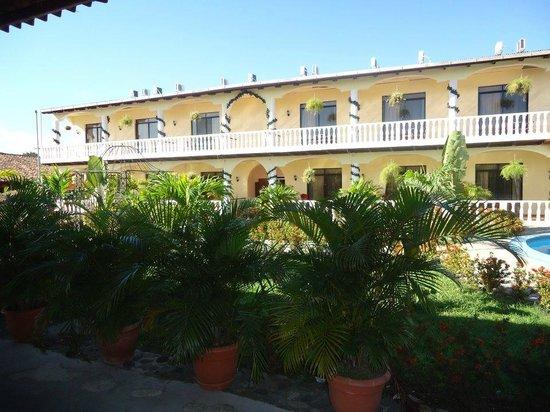 Hotel Antigua Comayagua: Area de Habitaciones y Jardin