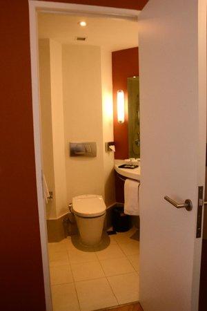 Hotel ibis Bandung Trans Studio : Bathroom