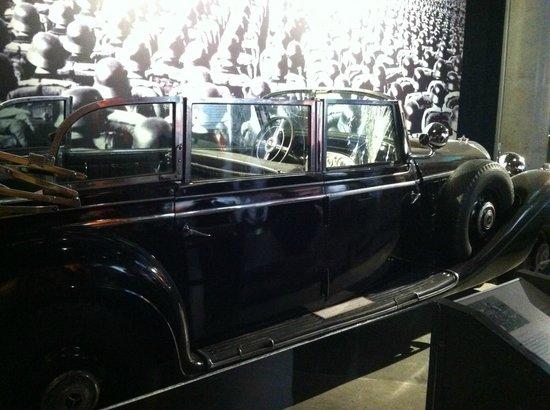 Museo canadiense de la guerra: One of Hitler's 7 Parade cars