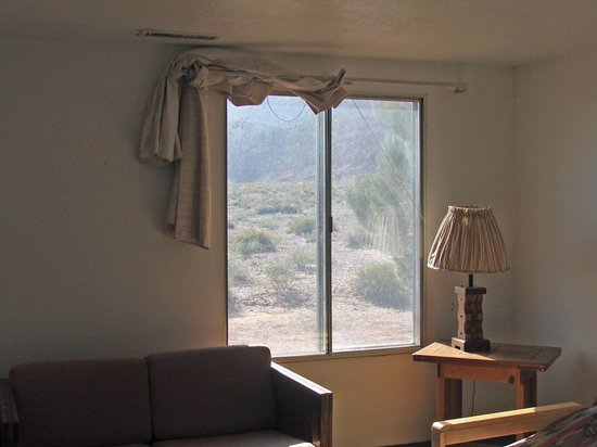 Marble Canyon Lodge: the curtains in the livingroom
