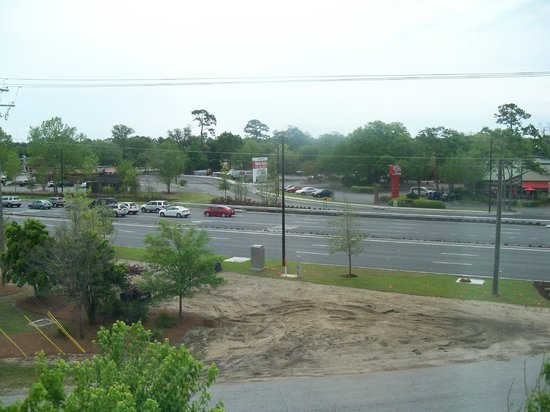 Holiday Inn Express Hotel & Suites Mt Pleasant-Charleston: View from our room.  Johnny Dodds Blvd.
