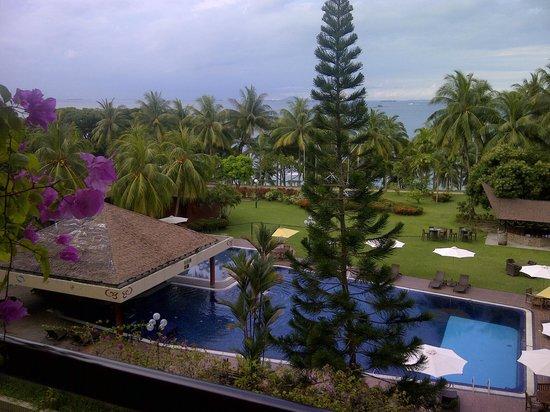 Batam View Beach Resort: 客室3階から海を眺めたところ