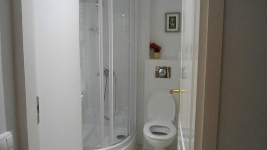 Connection Guesthouse : Nice and clean bathroom