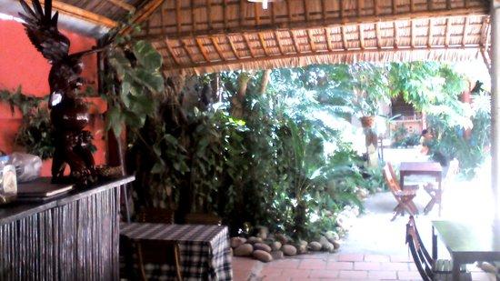 Bon Bon Restaurant : the yard