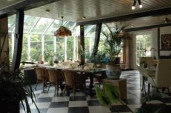 Weelde, Belgium: eten met uitkijk op de tuin