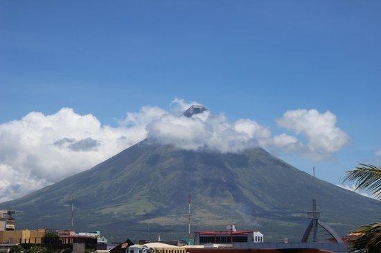La Mia Tazza Coffee : view of volcano from coffee shop
