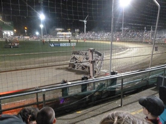 Robertson Holden International Speedway: roll over
