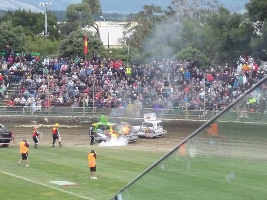 Robertson Holden International Speedway: stockcar on fire