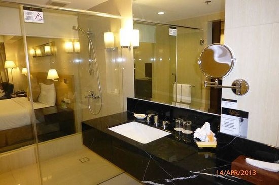 Luxent Hotel: toilet