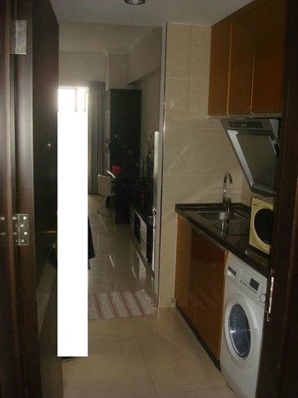 Guangzhou Central Plaza International Apartment: kitchen area