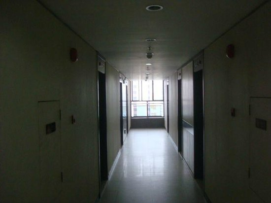 Guangzhou Central Plaza International Apartment: corridors