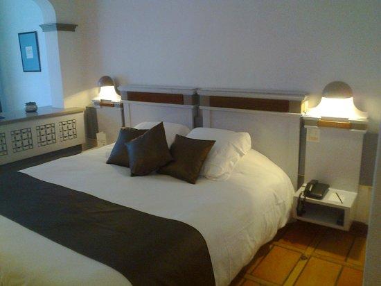 Hotel Le Roi Theodore - Relais du Silence : notre chambre très agréable