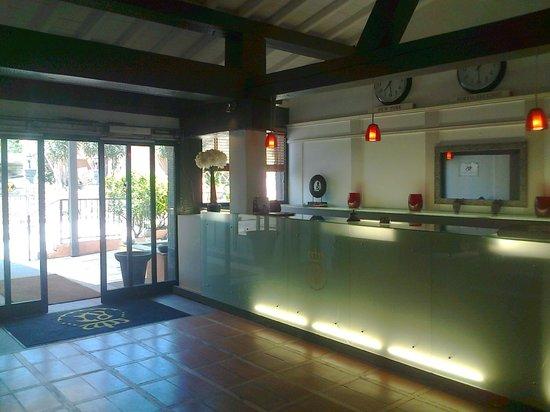 Hotel Le Roi Theodore - Relais du Silence : La Réception de l'intérieur de l'hôtel