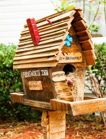Farnsworth House: Birdhouse at Farnsworth