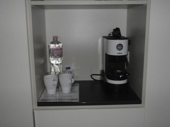 ลา ไพรม่าแฟชั่น โฮเต็ล: Coffee machine