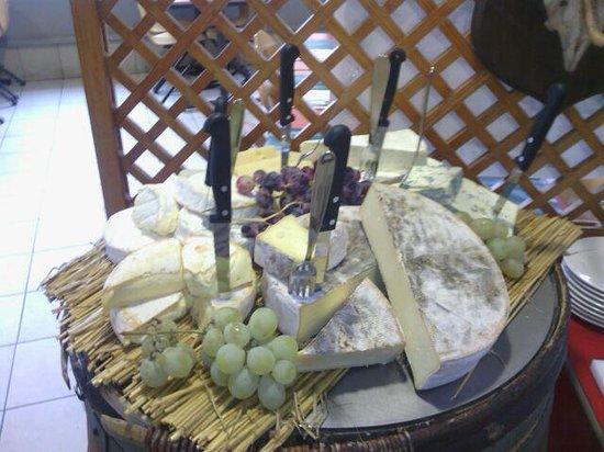 Au Top Du Roulier De Moulins : buffet de fromages