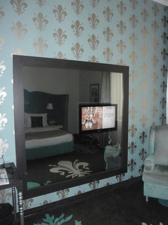 La Prima Fashion Hotel: TV in the mirror