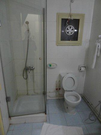 La Villa Hotel: bathroom