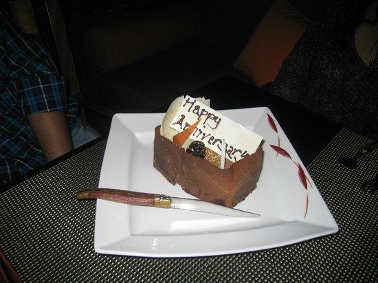 BBQ Al Qasr: Anniversary Cake they brought