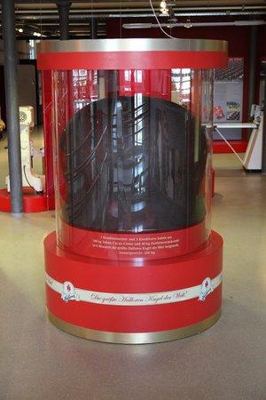 Die größte Hallorenkugel – Bild von Halloren Schokoladenmuseum, Halle