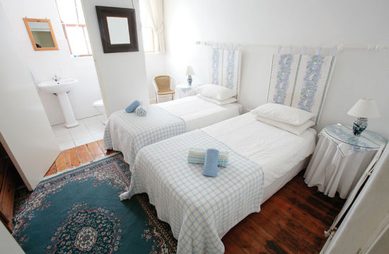District Six Guesthouse: Twin Room