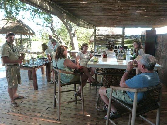 Wilderness Safaris Mombo Camp: Afternoon tea....at the bar.
