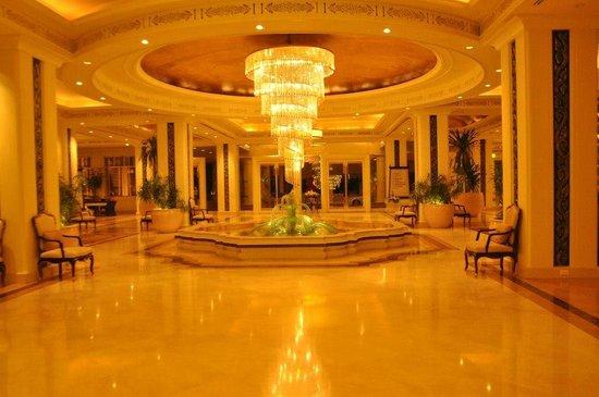 Dusit Thani Hua Hin: opulent lobby