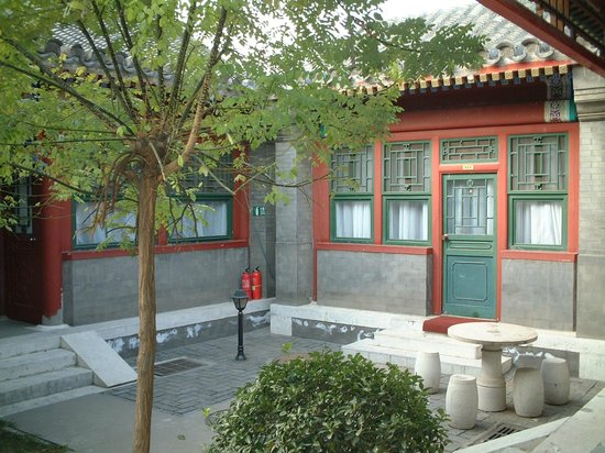 Lusongyuan Hotel : One of the courtyards