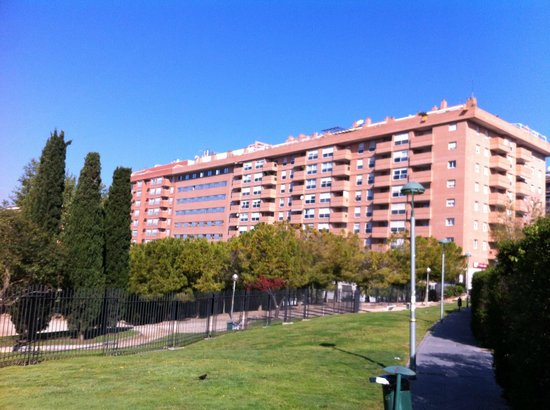 AC Hotel Tarragona : View to rear side of hotel, situated in the middle, no balcony's!