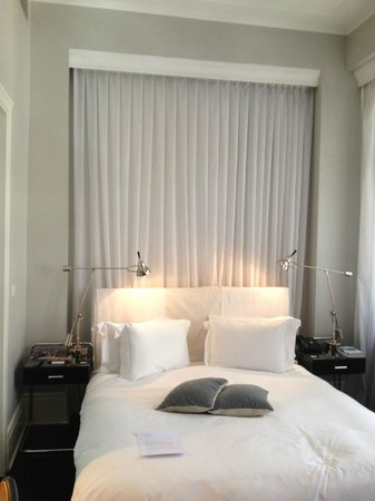 Hotel Montefiore: Main bed