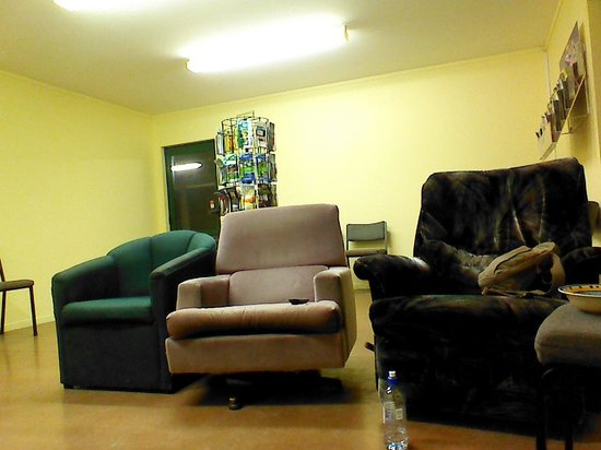 Otorohanga Kiwi Holiday Park: Lethal chairs - sit in at your peril